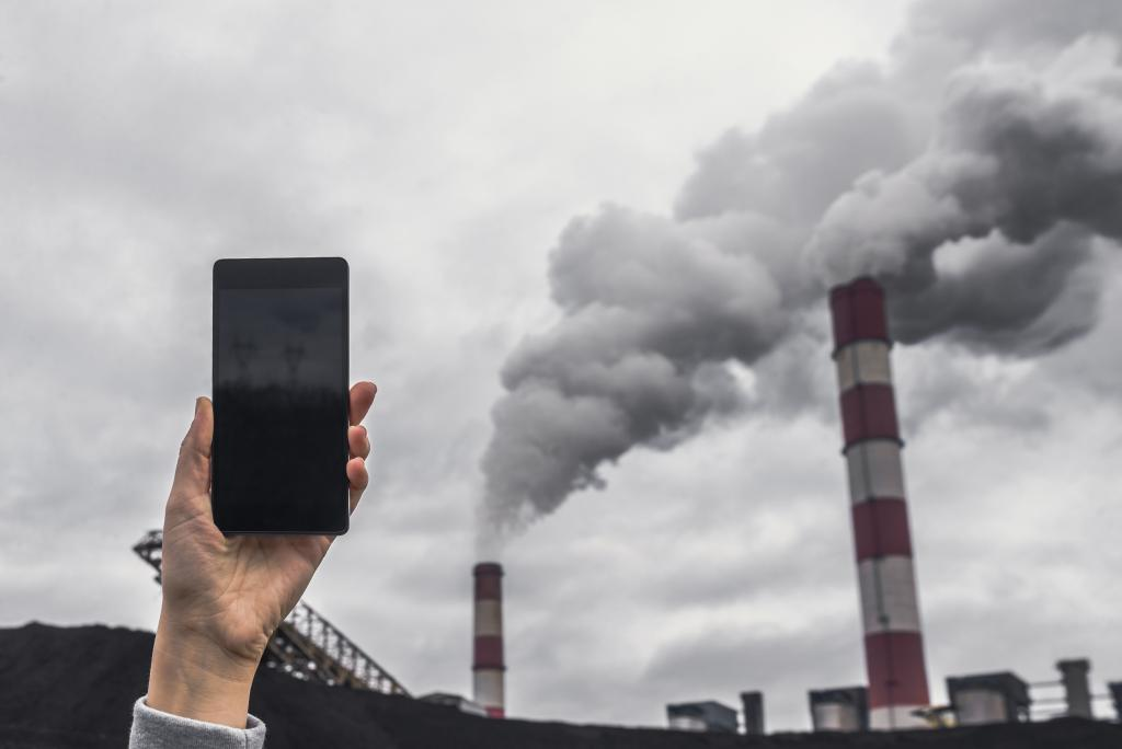 The energy used to build a single smartphone is equal to the energy required to operate it for about a decade. Photo: iStock