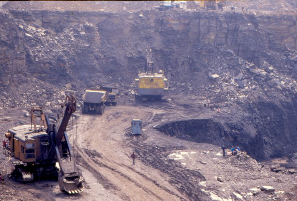 The proposed amendments to Coal Bearing Areas Act are likely to grant more control to private corporations, make tribal land acquisition easy. Photo: Amit Shankar / CSE