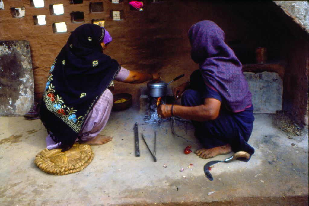 Access to electricity improve across states, urban-rural divide in access to clean fuel remains, according to NFHS-5. Photo: Pradip Sinha
