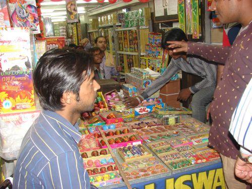 कोविड 19 संकट : लद्दाख के पर्व लोसार में पटाखों की बिक्री और इस्तेमाल पर रोक