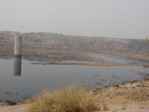 कचरे के पहाड़ ने बदल दी एक नदी की दिशा