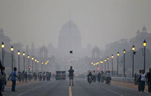 A smoggy morning on Raisina Hill, New Delhi 