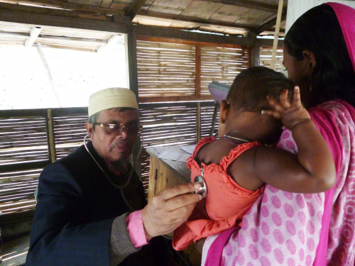 M A Mazid, former director of the Rajshahi Medical College Hospital, attends to patients on a boat. He is one of the 300 volunteers with Shudhulai.