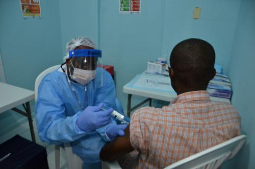 A volunteer being vaccinated for an Ebola vaccine study (Credit: Sally Hodgson/NIAID)