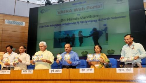 Union Minister for Science and Technology, Harsh Vardhan, and other dignitaries at the launch of VAJRA scheme. Credit: India Science Wire