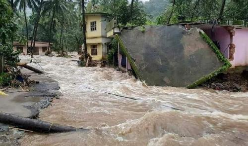 Kerala floods: Death toll touches 370