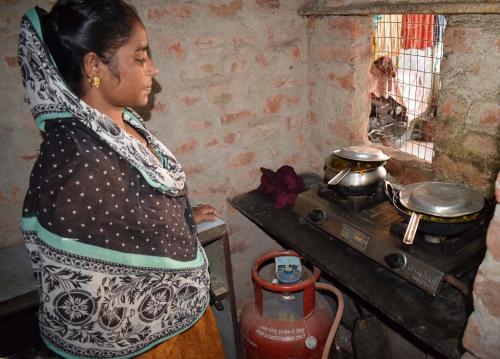 Swalia Bibi: Ujjwala's beneficiary number 2 crore can no longer afford LPG
