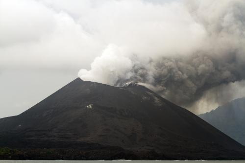 ज्वालामुखी फटने से पहले भी आई हैं सुनामी