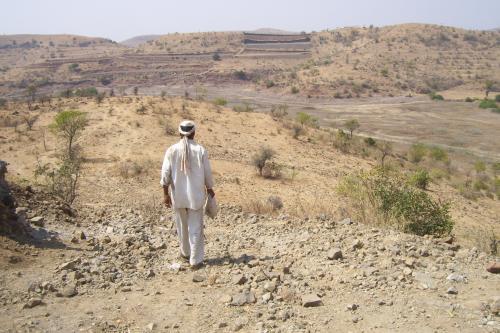 सूखे का दंश : आंध्र प्रदेश के अनंतपुरमु में आधी रह गई है खेती की जमीन