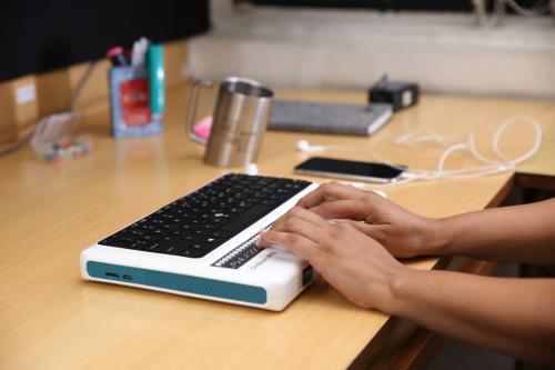 आईआईटी शोधकर्ताओं ने नेत्रहीनों के लिए बनाया ब्रेल लैपटॉप