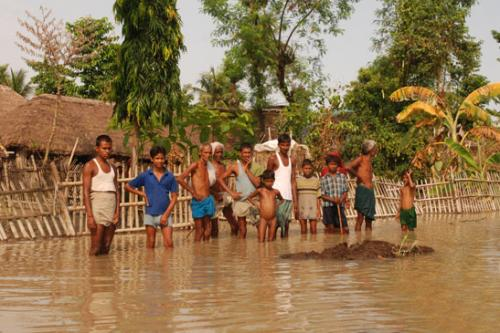 जलवायु परिवर्तन भारत में जानमाल काे भारी नुकसान पहुंचा रहा है। पूर्व से लेकर पश्चिम और उत्तर से लेकर दक्षिण तक के राज्य इसकी चपेट में हैं