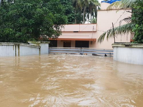 जलवायु परिवर्तन की वजह से कहीं सूखा है तो कहीं बाढ़