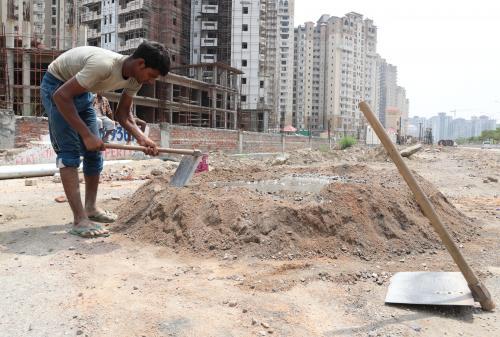 मजदूर दिवस : जारी है शोषण, न्यूनतम मजदूरी अब भी सपना