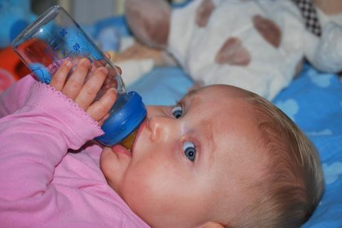 जहरीली है बच्चों को दूध पिलाने वाली प्लास्टिक बोतल