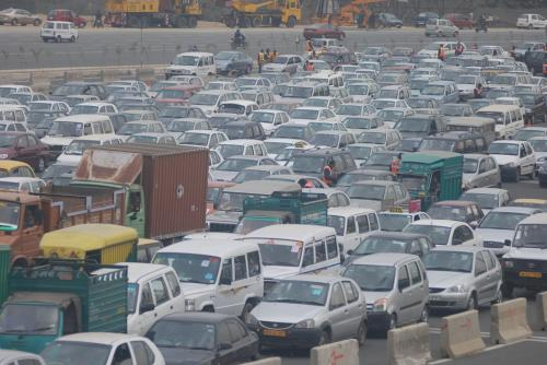 रोजाना 4 करोड़ यात्राएं, वायु प्रदूषण से बचने के लिए निजी वाहनों पर अंकुश जरूरी