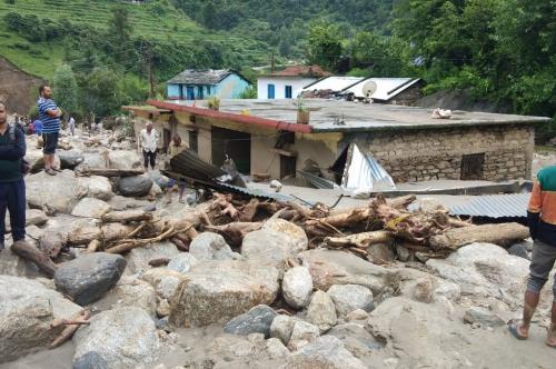 उत्तराखंड में एक रात में तीन जगह फटे बादल, भारी नुकसान की आशंका