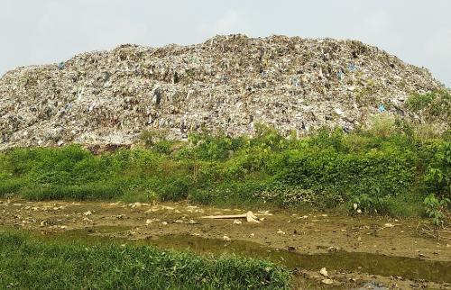 कचरे के पहाड़ की वजह से खतरे में है 2 लाख लोगों का जीवन