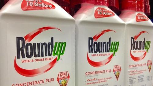 Monsanto must review its glyphosate-based herbicide