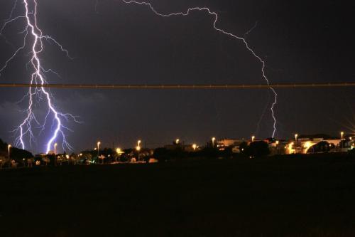 वैज्ञानिकों ने बनाई नई प्रणाली, आधे घंटे पहले बता देगी कब और कहां गिरेगी बिजली