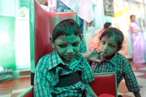 भोपाल त्रासदी के 35 साल: आज भी मां जन्म रही बीमार बच्चा, सरकार ने दबाई रिपोर्ट