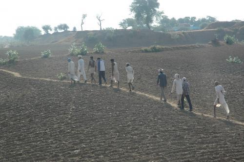 यूपी में 25 हजार राजस्व गांवों के किसान कहां करें फरियाद
