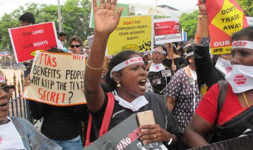 आरसीईपी: क्यों सरकार को झुकना पड़ा?