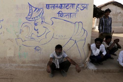 भारत के ग्रामीणों की आमदनी घटने से थमी दुनिया की आर्थिक रफ्तार: आईएमएफ