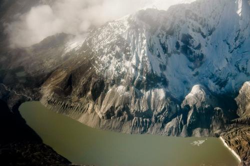 तिब्बती ग्लेशियर की 15 हजार साल पुरानी बर्फ में मिले वायरस