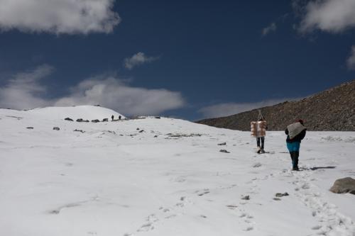 इंसान के कदम रखने से पहले ही दूषित हो चुके थे हिमालय के ग्लेशियर: स्टडी