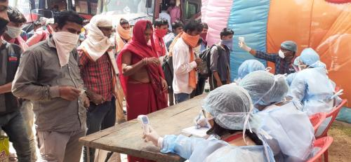मजदूरों को घर पहुंचाने को मजबूर हुई बिहार सरकार