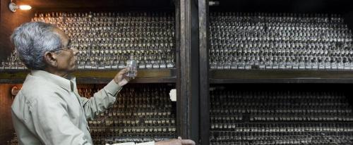 कोविड-19 : चिकित्सीय उपकरणों के लिए दुनियाभर में मारामारी