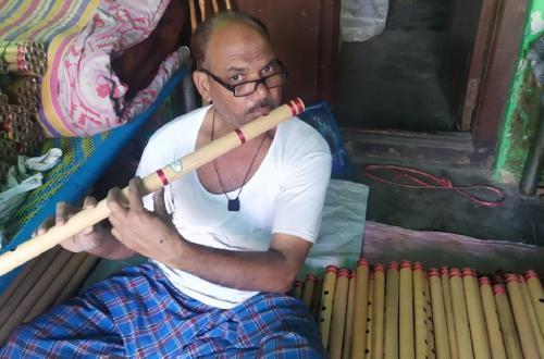 पीलीभीत की प्रसिद्ध बांसुरी की धुन पर कोरोना का लॉकडाउन
