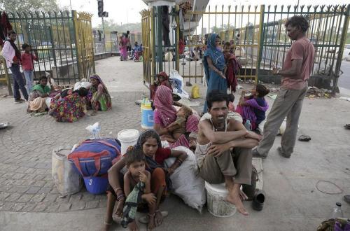 बिहारी मजदूरों की नियति बन गया है पलायन