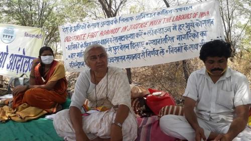 प्रवासी मजदूरों के लिए मेधा पाटकर ने शुरू की 48 घंटे की भूख हड़ताल