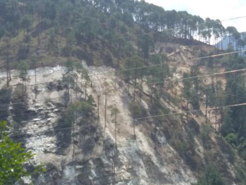 भागीरथी नदी की बेहद संवेदनशील घाटी में सड़क निर्माण और मलबा डंपिंग से बढ़ा भूस्खलन का खतरा
