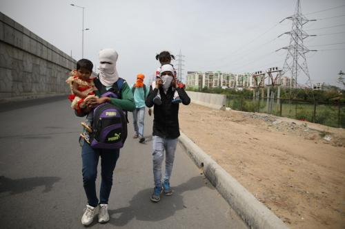 लॉकडाउन: 30 प्रतिशत प्रवासी मजदूरों ने घर वापसी के लिए लिया कर्ज: स्टडी