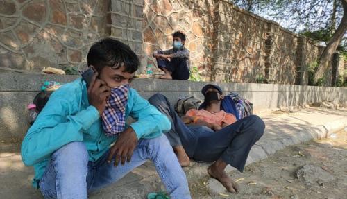 पथ का साथी: दुख-दर्द और अपमान के साथ गांव लौट रहे हैं प्रवासी