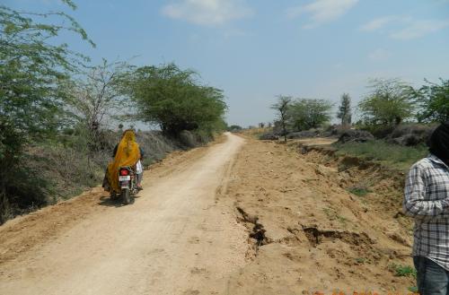 मनरेगा: गांवों को खेतों से जोड़ने के लिए बनाए पक्के रास्ते