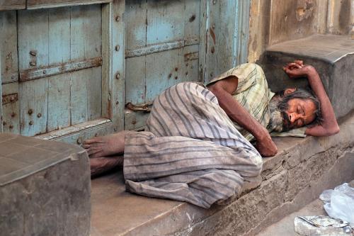 कोरोनावायरस के चलते 2021 तक गरीबी के चरम स्तर पर होंगे 15 करोड़ अतिरिक्त लोग
