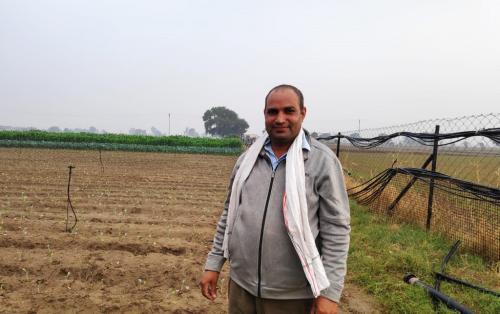 डाउन टू अर्थ तफ्तीश: अंधेरे में तीर मारने जैसी है किसानों की आय में वृद्धि की कवायद