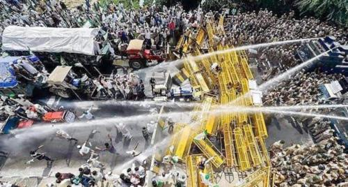 Delhi Chalo: Amid police face-off, farmers keep up the march