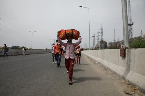 कोविड-19 लॉकडाउन: 28 फीसदी प्रवासी मजदूरों को कमरे के किराये के लिए किया गया परेशान