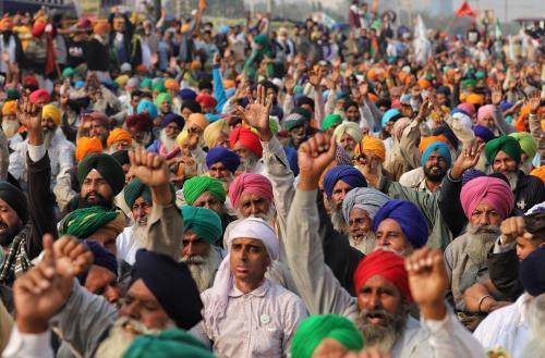 किसान आंदोलन: सुप्रीम कोर्ट ने पूछा, सरकार कृषि कानून पर रोक लगाए या हम लगाएं