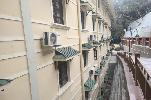 तपता हिमालय: हिल स्टेशनों में भी चलाने पड़ते हैं एसी-कूलर