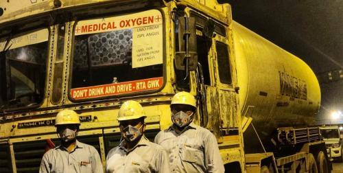 देश मांगे ऑक्सजीन : सरकार का दावा ऑक्सीजन पर्याप्त, अस्पतालों के बाहर बोर्ड लगा 'नहीं है ऑक्सीजन'