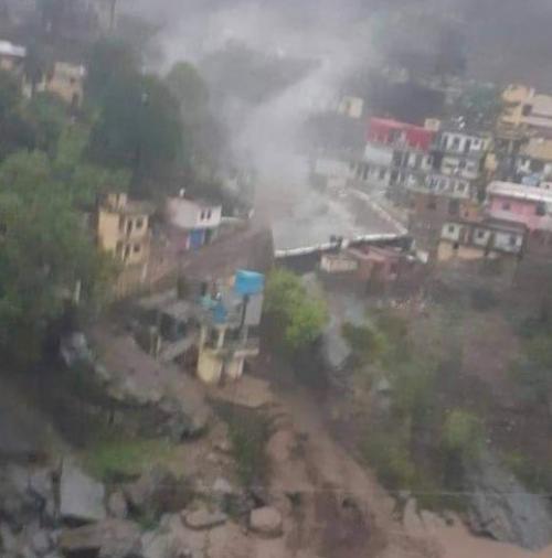 देवप्रयाग में बादल फटने की घटना, मलबे के साथ बहे भवन