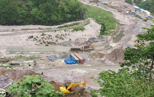 ग्राउंड रिपोर्ट: चार धाम मार्ग और रेलवे लाइन की भेंट चढ़ गया उत्तराखंड के तीन दर्जन गांवों का पानी