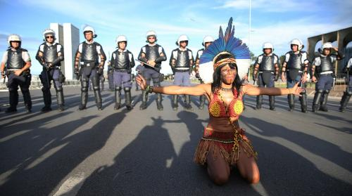 At least 4,000 indigenous protestors from 117 ethnic groups are protesting near the complex housing the presidency, Congress and the Supreme Court in Brasilia. Photo by José Cruz / Agência Brasil