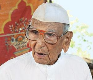 Ram Sevak Pathak of Madhya Pradesh's Sheopur district says a regular regimen of diet and exercise, and abstaining from alcohol and tobacco, have helped him live to be 105 (Photo: Bhaskarjyoti Goswami)