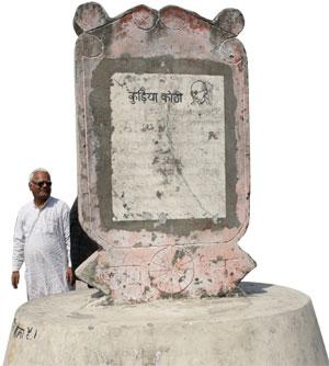 A foundation stone marking the visit of Mahatma Gandhi to the Kuria bungalow in West Champaran on April 26, 1917. The stone bears names of two women indigo farmers, Telin and Badhayin, who narrated their woes to Gandhi (Photo: Vikas Choudhary)